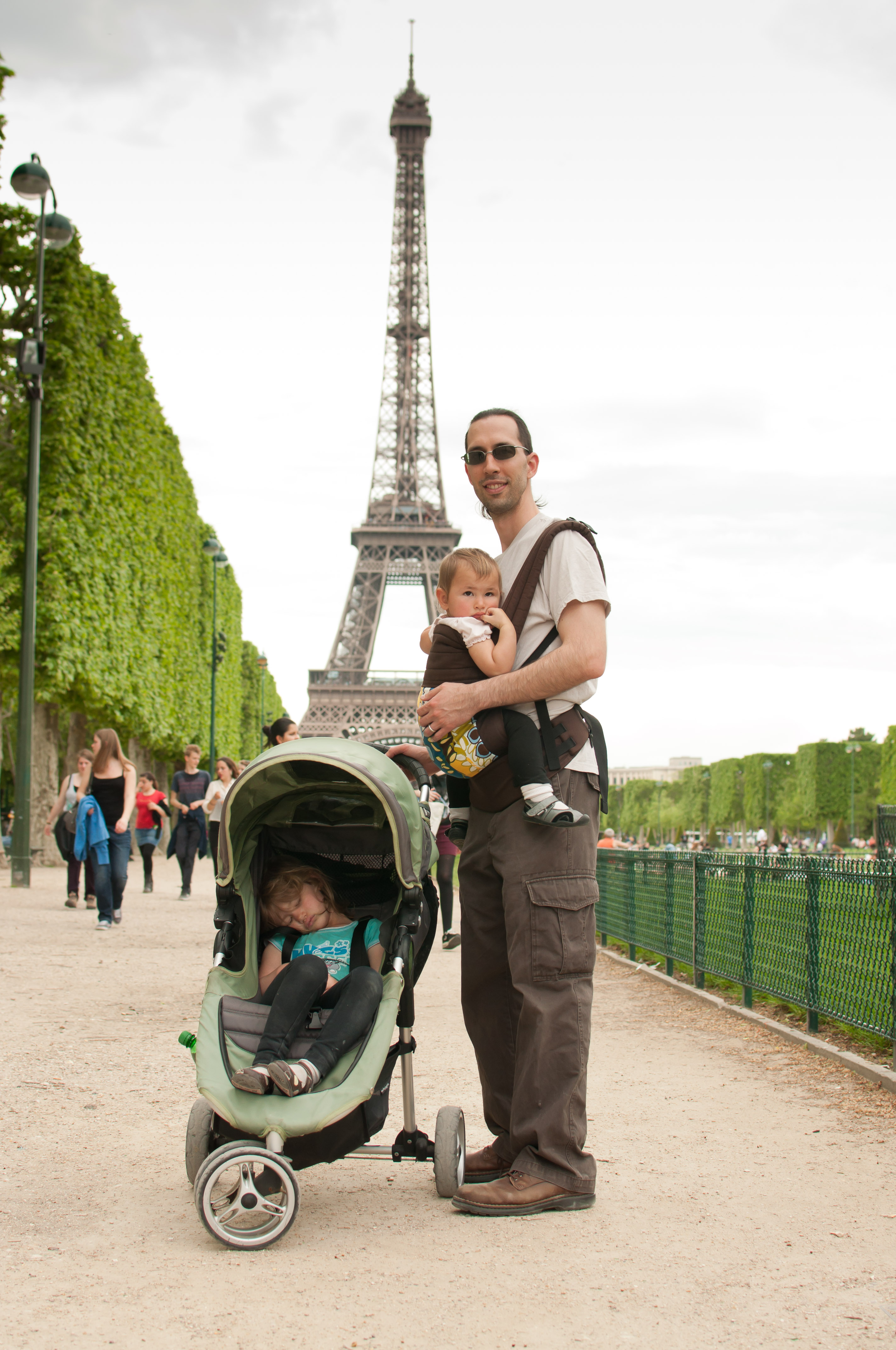 Josie, Celia and Jordi in front of the Eiffel tower