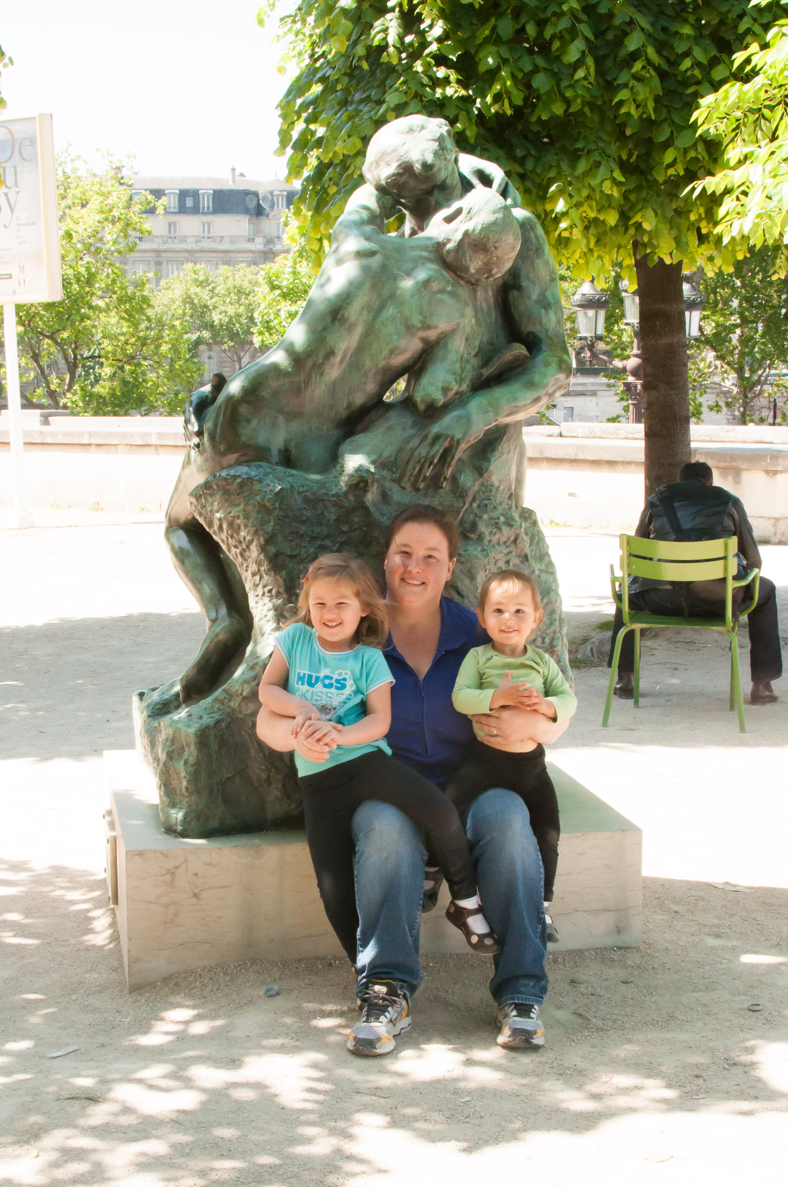 Josie Jen and Celia on the kiss statue