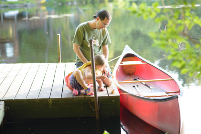 Jordi teaching Josie how to tie up the canoe