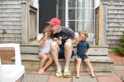 Josie, Mike and Celia sharing ice cream cones
