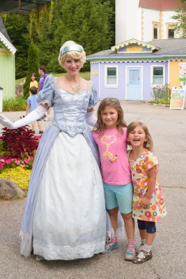 Girls meeting Cinderella