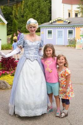 Girls meeting Cinderella